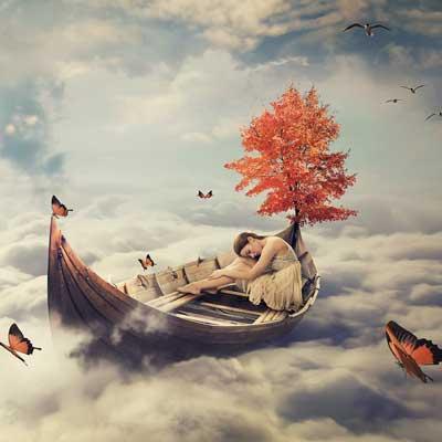Ein Traumszenario - ein Bot in den Wolken mit einem Baum und einer Frau